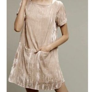 Floreat | Pearl colored velvet shift dress size xs